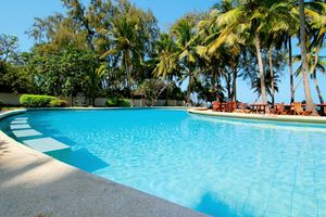 Weitläufiger Pool in der Diani Sea Lodge
