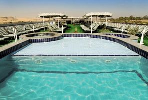 Swimmingpool an Deck - MS Nile Crown III - Nilkreuzfahrt - Ägypten