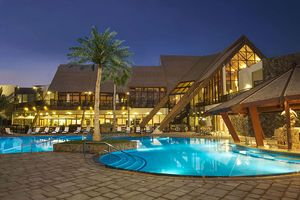 Swimmingpool am Abend - JA Palm Tree Court & Spa - Dubai