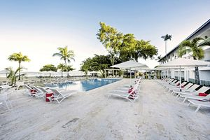 Sonnenterrasse am Pool - COOEE at Grand Paradise Playa Dorada - Dominikanische Republik
