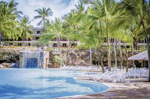 Swimmingpool vom Flamingo by PrideInn Beach Resort & Spa - Kenia