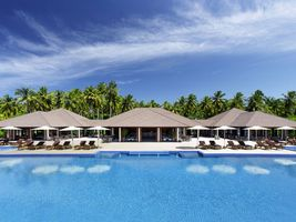 Pool mit Loungebereich Atmosphere Kanifushi Malediven