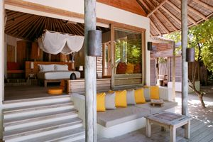 Blick in die Beachvilla Six Senses Laamu Malediven