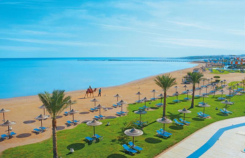 Liegen und Kamelreiten am Strand des Jaz Aquamarine - Ägypten - Hurghada